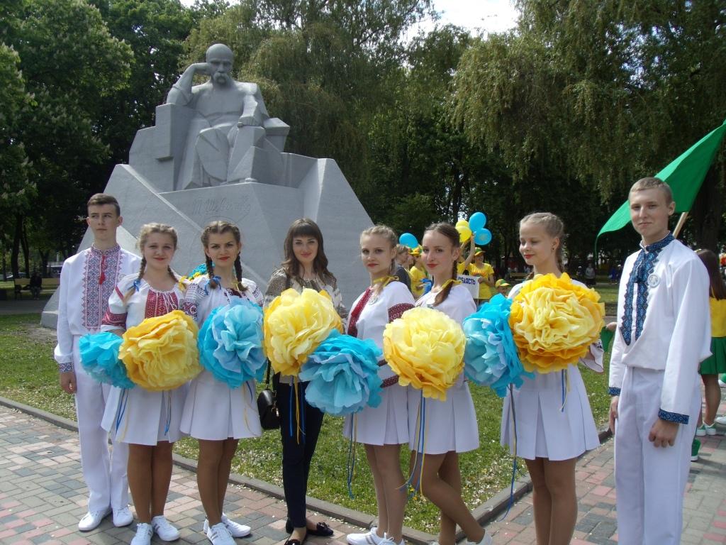 Біля памятника Т.Шевченка